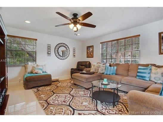 950 Nw 203rd Ave, Pembroke Pines, FL - USA (photo 4)