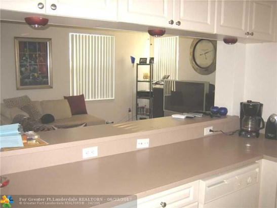 Condo/Townhouse - Coral Springs, FL (photo 5)