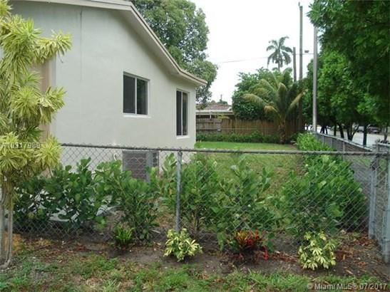 790 W 70th Pl, Hialeah, FL - USA (photo 5)