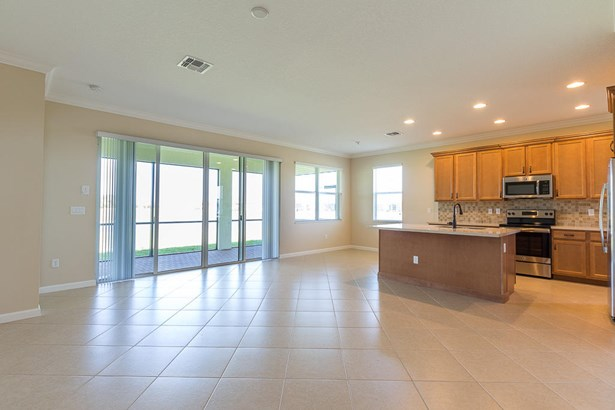 Single-Family Home - Port Saint Lucie, FL (photo 5)