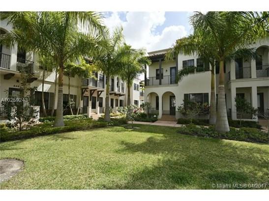 Condo/Townhouse - Doral, FL (photo 2)