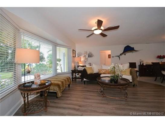 Single-Family Home - Margate, FL (photo 4)