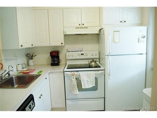 5103 Nw 35th St  #403, Lauderdale Lakes, FL - USA (photo 2)