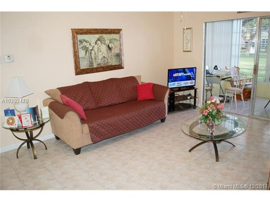 5103 Nw 35th St  #403, Lauderdale Lakes, FL - USA (photo 3)