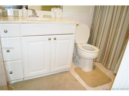 5103 Nw 35th St  #403, Lauderdale Lakes, FL - USA (photo 4)