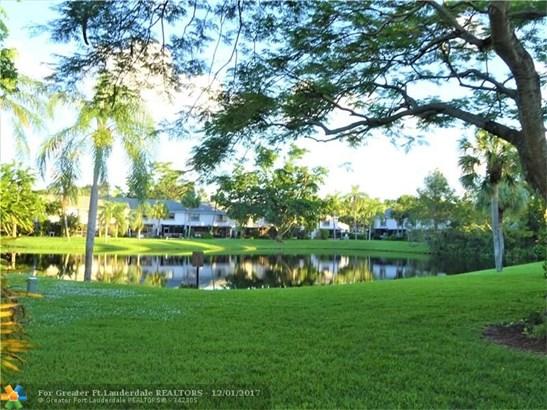 3395 Carambola Cir #3395, Coconut Creek, FL - USA (photo 3)