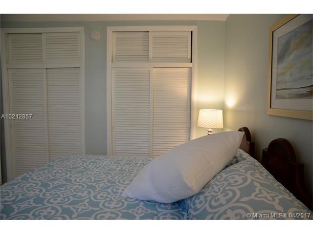 Condo/Townhouse - North Miami Beach, FL (photo 3)