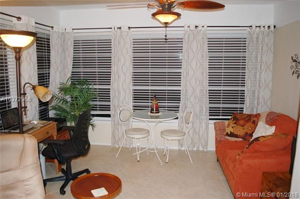 5000 Nw 36th St  #604, Lauderdale Lakes, FL - USA (photo 2)