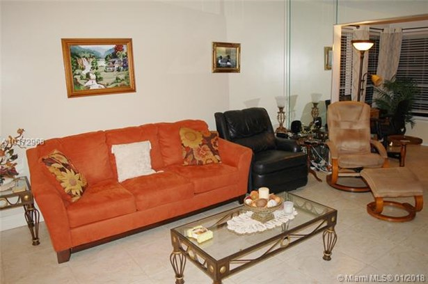 5000 Nw 36th St  #604, Lauderdale Lakes, FL - USA (photo 4)