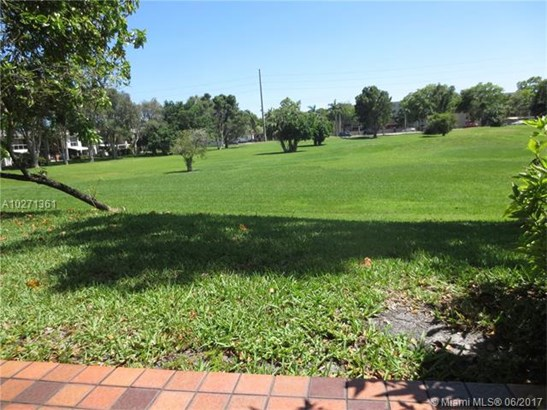 Condo/Townhouse - Unincorporated Dade County, FL (photo 2)