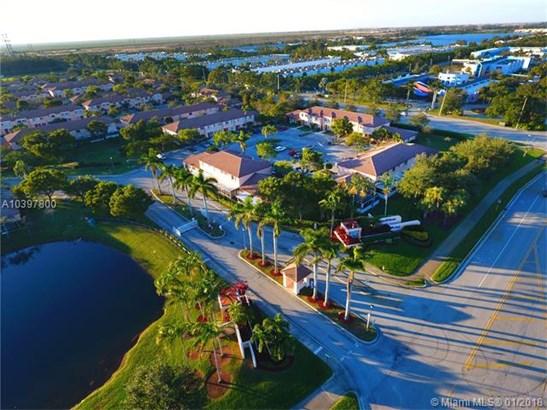 657 Nw 208th Dr  #657, Pembroke Pines, FL - USA (photo 3)