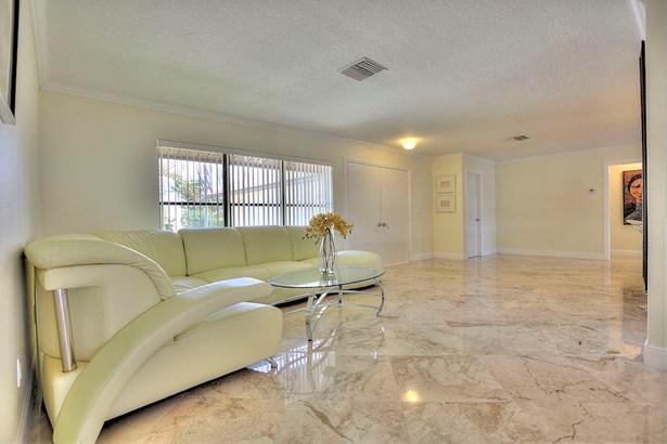 8337 Se Coconut Street, Hobe Sound, FL - USA (photo 5)