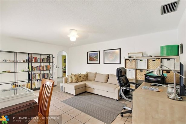 9751 Nw 37th St, Coral Springs, FL - USA (photo 2)