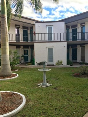 3 Greenway Village N Unit 204, Royal Palm Beach, FL - USA (photo 1)