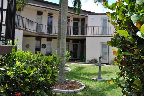 3 Greenway Village N Unit 204, Royal Palm Beach, FL - USA (photo 3)