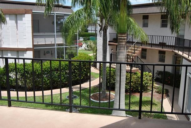 3 Greenway Village N Unit 204, Royal Palm Beach, FL - USA (photo 5)