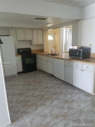 5089 Nw 43rd Ct, Lauderdale Lakes, FL - USA (photo 3)