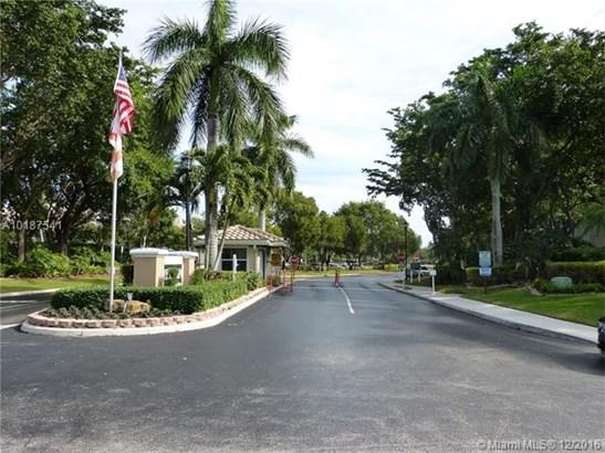 Condo/Townhouse - Tamarac, FL (photo 2)
