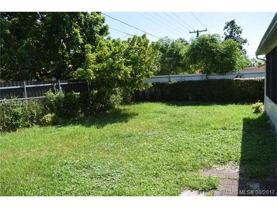 Single-Family Home - North Miami Beach, FL (photo 4)