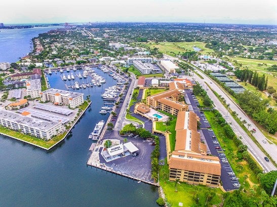 Condo/Townhouse - North Palm Beach, FL (photo 1)