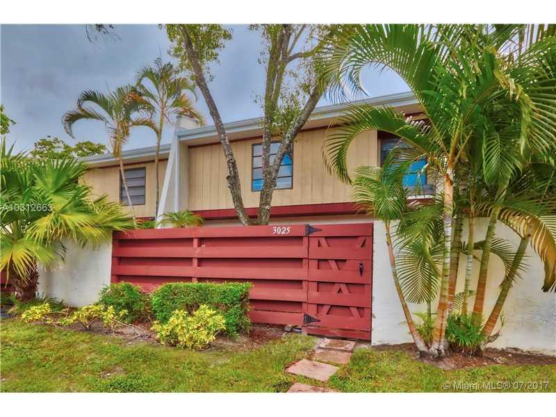 Condo/Townhouse - Hollywood, FL (photo 1)