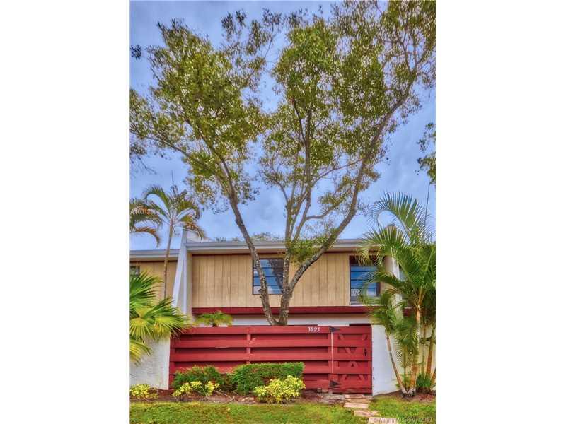 Condo/Townhouse - Hollywood, FL (photo 2)