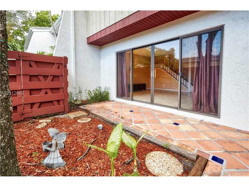 Condo/Townhouse - Hollywood, FL (photo 5)