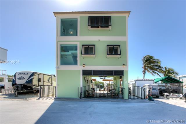 325 Calusa St, Hollywood, FL - USA (photo 2)
