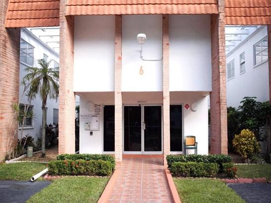 4841 Nw 22 Court Unit 216, Lauderhill, FL - USA (photo 1)