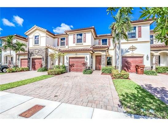 8932 W 34th Ct, Hialeah, FL - USA (photo 1)