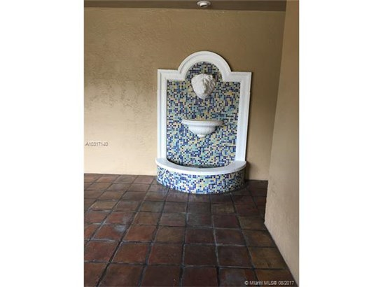 Condo/Townhouse - Hialeah, FL (photo 4)