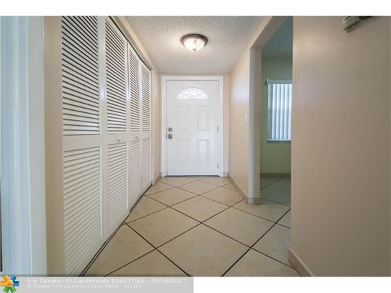 600 Nw 76th Ter #208, Margate, FL - USA (photo 2)