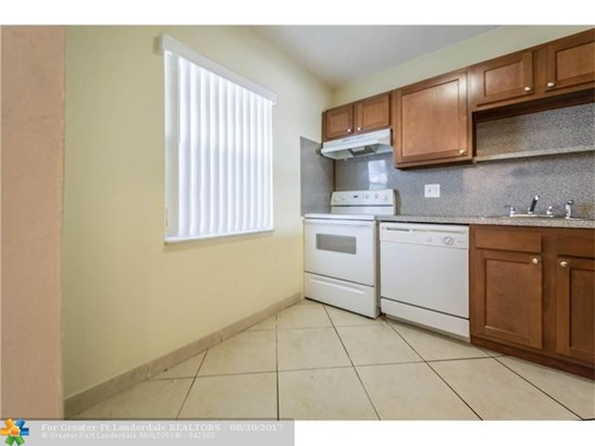 600 Nw 76th Ter #208, Margate, FL - USA (photo 4)