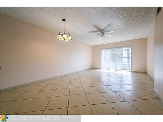 600 Nw 76th Ter #208, Margate, FL - USA (photo 5)
