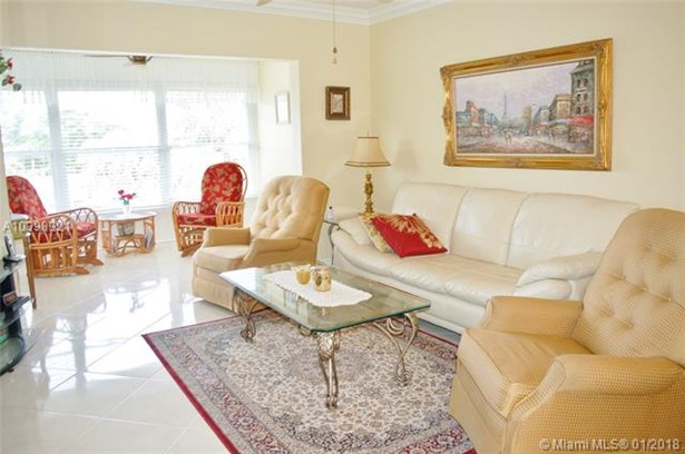 5103 Nw 35th St  #611, Lauderdale Lakes, FL - USA (photo 1)