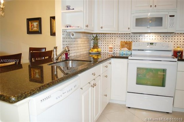 5103 Nw 35th St  #611, Lauderdale Lakes, FL - USA (photo 4)