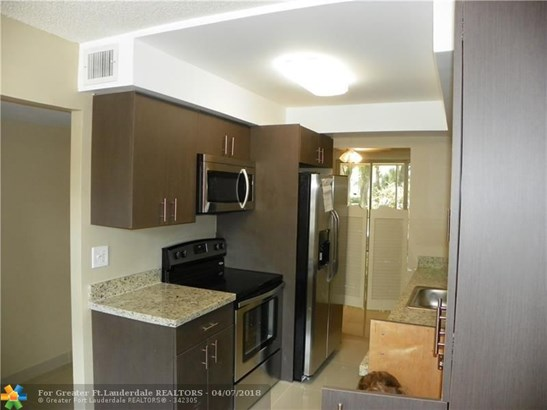 4898 Nw 29th Ct #114, Lauderdale Lakes, FL - USA (photo 3)