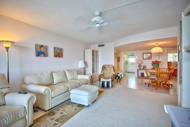 301 Lake Shore Drive Unit 402, Lake Park, FL - USA (photo 3)