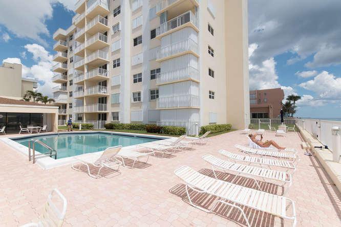 Condo/Townhouse - South Palm Beach, FL (photo 2)