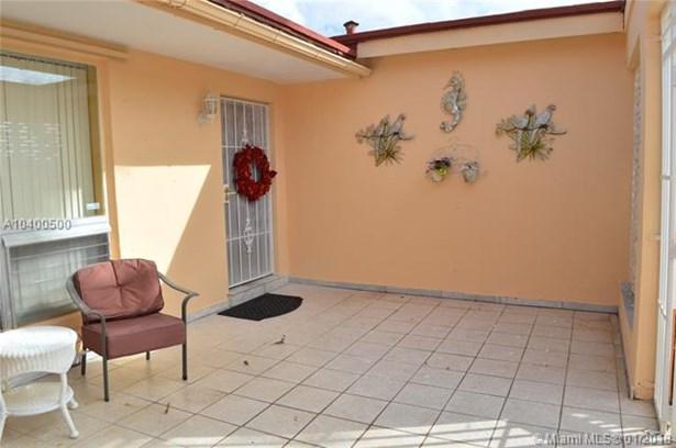 7833 Granada Blvd, Miramar, FL - USA (photo 5)