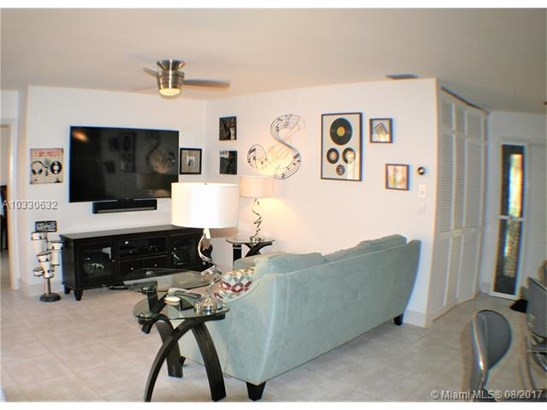 Condo/Townhouse - Coconut Creek, FL (photo 5)