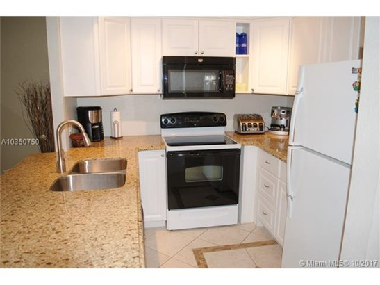 5100 Nw 35th St  #203, Lauderdale Lakes, FL - USA (photo 3)