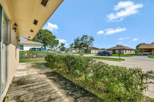 2341 Avenue Z Unit B, Riviera Beach, FL - USA (photo 3)
