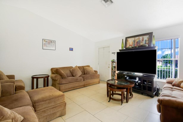 2341 Avenue Z Unit B, Riviera Beach, FL - USA (photo 4)
