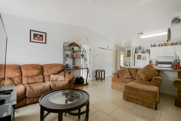 2341 Avenue Z Unit B, Riviera Beach, FL - USA (photo 5)