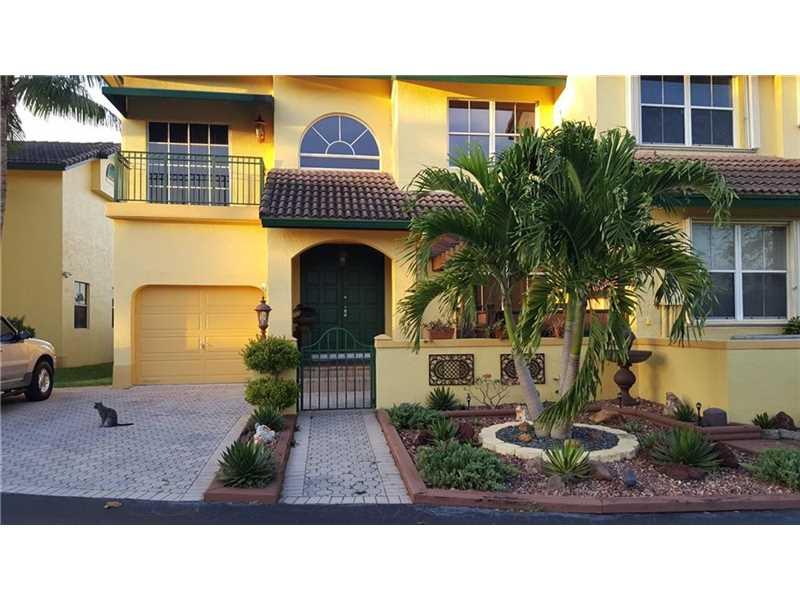 Condo/Townhouse - North Miami Beach, FL (photo 2)