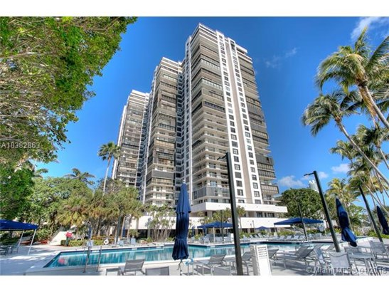 2333 Brickell Ave  #914, Miami, FL - USA (photo 2)
