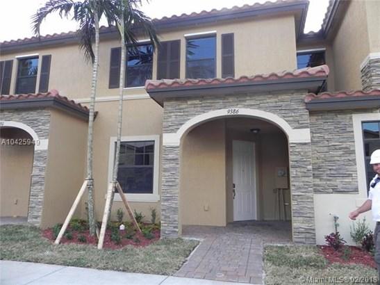 9386 W 32nd Lane  #9386, Hialeah Gardens, FL - USA (photo 1)