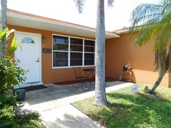 Single-Family Home - Pembroke Pines, FL (photo 2)