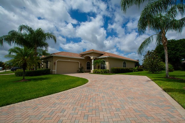 9035 Short Chip Circle, Port St. Lucie, FL - USA (photo 1)